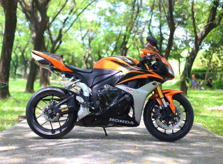 REVIEW CBR600 2009